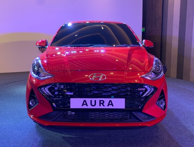 hyundai-unveils-aura-subcompact-sedan-replacing-xcent-in-line-up